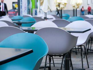 ristorante vuoto sicilia zona gialla