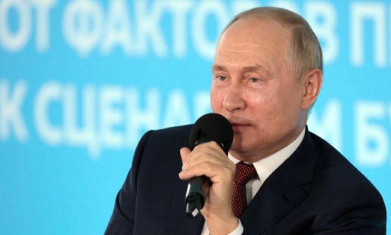 studente corregge Putin
