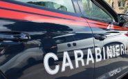Va dai Carabinieri come parte lesa ed esce come fermato