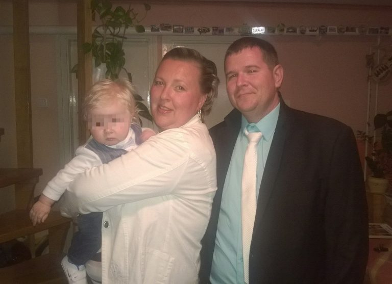 Bambino nasce con i capelli bianchi