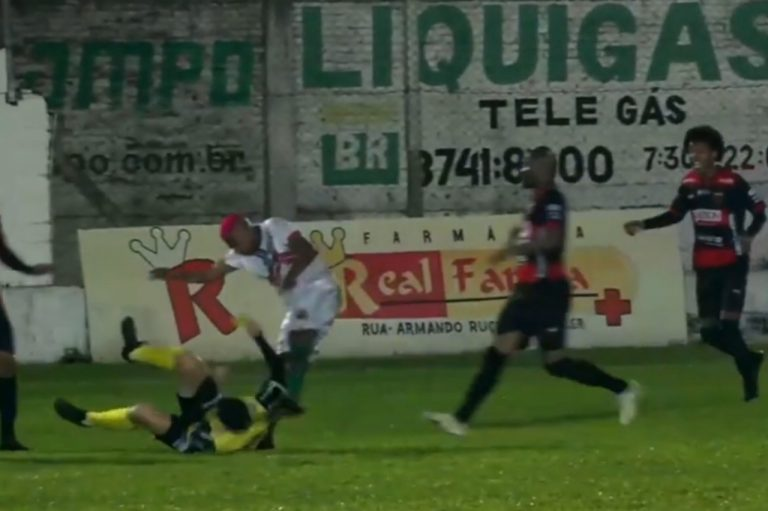 Aggressione arbitro in Brasile