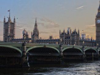 Covid picco decessi UK