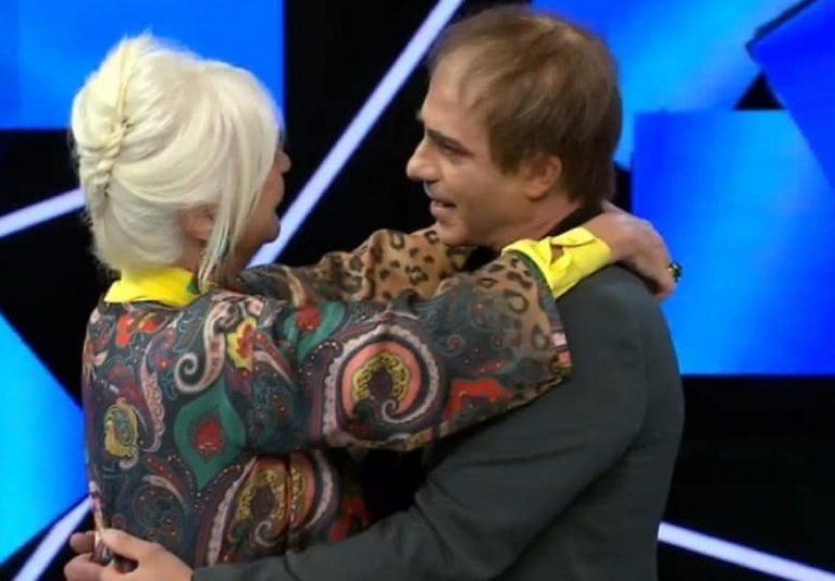 Loretta Goggi abbraccia commossa Montedoro-Celentano