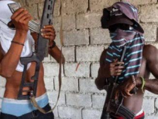 Due membri delle gang che spadroneggiano ad Haiti