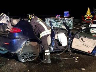 Auto contromano innesca un terribile incidente frontale: morto un 35enne