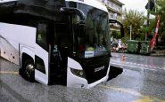 Maltempo in Grecia, autobus cade in una voragine a Salonicco