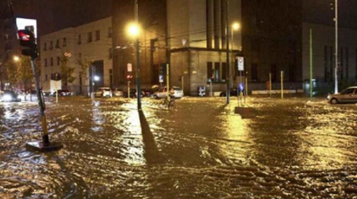 Maltempo a Siracusa, strade allagate, crolli e danni alle auto: cinque famiglie evacuate