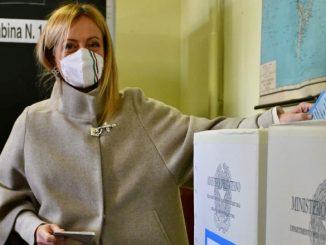 Giorgia Meloni al voto per le amministrative di Roma