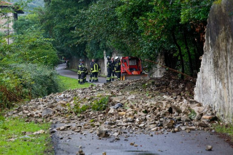 Muore travolta dal muro crollato: Calenzano, tragedia in strada