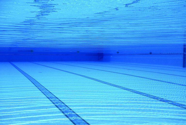 Ragazza morta annegata in piscina
