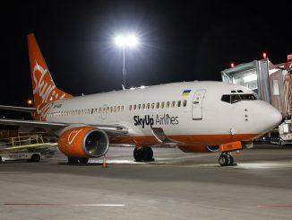 Ucraina, la SkyUp Airlines rivoluziona le divise delle sue hostess