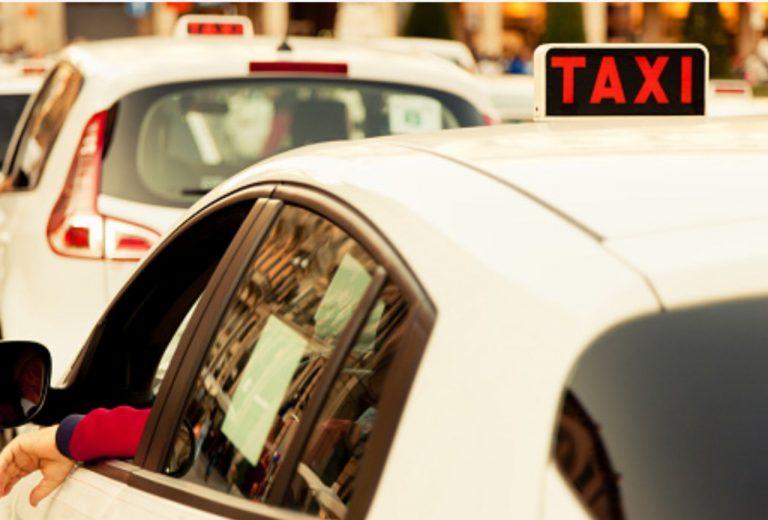Turista lascia la borsa piena di soldi nel taxi a Roma