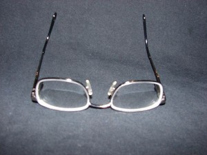 clean eyeglasses scratches 800x800 300x225