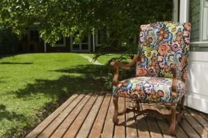 repair paint old outdoor furniture 800x800 300x200
