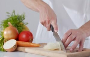 thinly slice onion 800x800 300x191